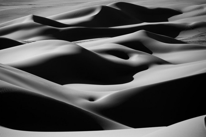 1-desert-curves-black-and-white-photography-by-ivan-slosar-preview