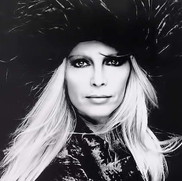 Patty Pravo Facebook Official