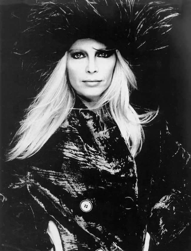 Patty Pravo PORTRAIT  di Michel  Conte